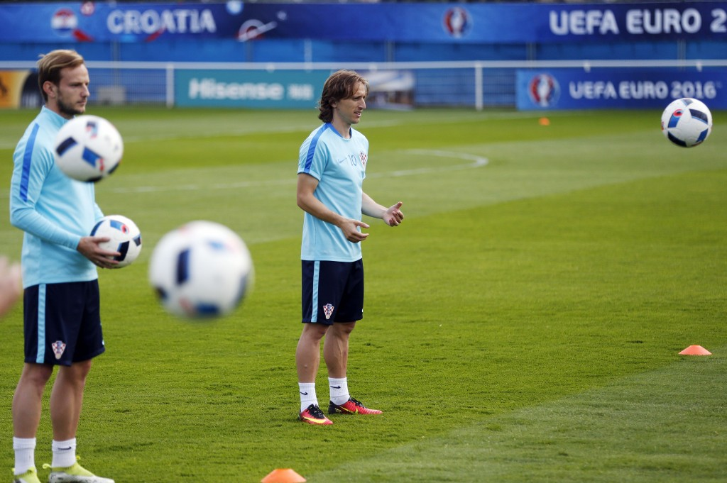 Croatia's midfielder Ivan Rakitic (L) and Croatia's midfielder Luka Modric attend a training session in Deauville on June 23, 2016, during the Euro 2016 football tournament. / AFP / CHARLY TRIBALLEAU (Photo credit should read CHARLY TRIBALLEAU/AFP/Getty Images)