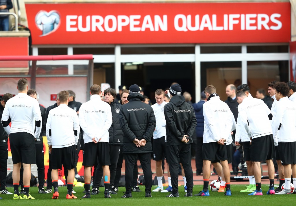BAKU, AZERBAIJAN - MARCH 25: Joachim Loew, head coach of Germany talks to his players during a training session of the German National Football team at Tofiq Bahramov Stadium on March 25, 2017 in Baku, Azerbaijan. (Photo by Alexander Hassenstein/Bongarts/Getty Images)