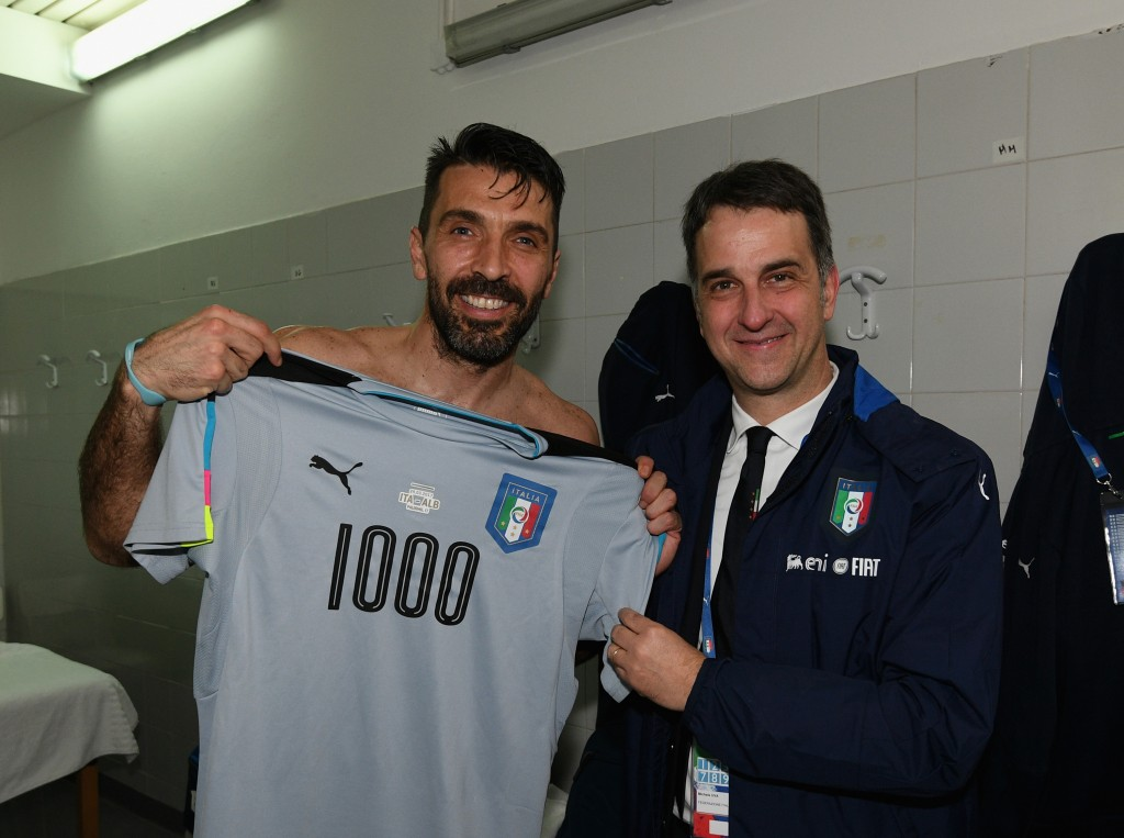 PALERMO, ITALY - MARCH 24: Gianluigi Buffon of Italy with a team jersey celebrating his 1000 career appearances with CEO of Italian Football Association Michele Uva after the FIFA 2018 World Cup Qualifier between Italy and Albania at Stadio Renzo Barbera on March 24, 2017 in Palermo, Italy. (Photo by Claudio Villa/Getty Images)