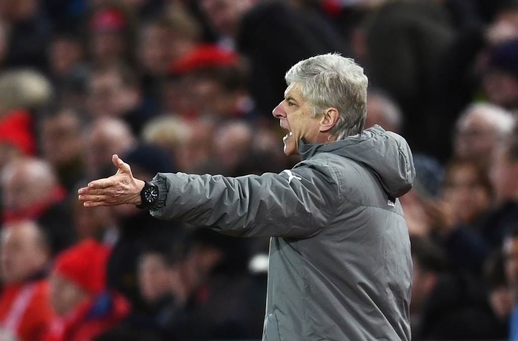 LIVERPOOL, ENGLAND - MARCH 04: Arsene Wenger, Manager of Arsenal gives his team instructions during the Premier League match between Liverpool and Arsenal at Anfield on March 4, 2017 in Liverpool, England. (Photo by Laurence Griffiths/Getty Images)