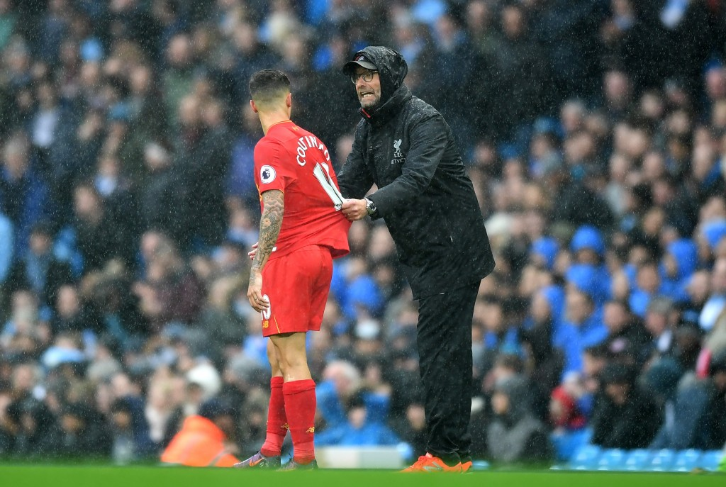 MANCHESTER, ENGLAND - MARCH 19: Jurgen Klopp, Manager of Liverpool (R) speaks to Philippe Coutinho of Liverpool (L) during the Premier League match between Manchester City and Liverpool at Etihad Stadium on March 19, 2017 in Manchester, England. (Photo by Michael Regan/Getty Images)
