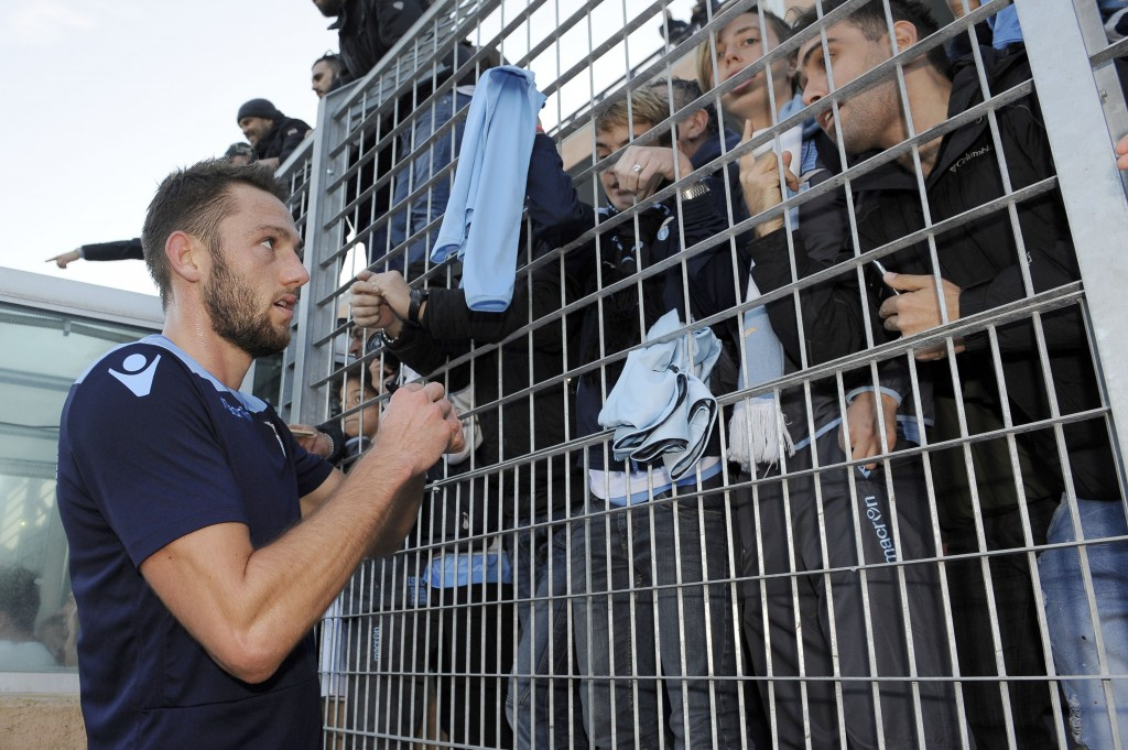 ROME, ITALY - DECEMBER 01: Stefan De Vrij of SS Lazio afther Training at Formello Center on December 1, 2016 in Rome, Italy. (Photo by Marco Rosi/Getty Images)
