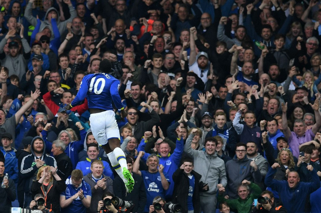 Everton's Belgian striker Romelu Lukaku celebrates scoring his team's fourth goal during the English Premier League football match between Everton and Leicester City at Goodison Park in Liverpool, north west England on April 9, 2017. / AFP PHOTO / Paul ELLIS / RESTRICTED TO EDITORIAL USE. No use with unauthorized audio, video, data, fixture lists, club/league logos or 'live' services. Online in-match use limited to 75 images, no video emulation. No use in betting, games or single club/league/player publications. / (Photo credit should read PAUL ELLIS/AFP/Getty Images)