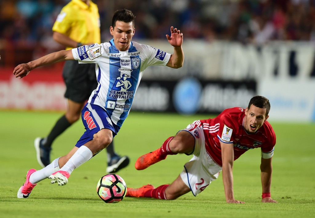 Mexico's Pachuca player Hirving Rodrigo Lozano (L) vies for the ball with Matt Hedges (R) of FC Dallas of the US, during their CONCACAF Champions League semifinal football match at the Miguel Hidalgo stadium in Pachuca, Hidalgo State, on April 4, 2017. / AFP PHOTO / RONALDO SCHEMIDT (Photo credit should read RONALDO SCHEMIDT/AFP/Getty Images)