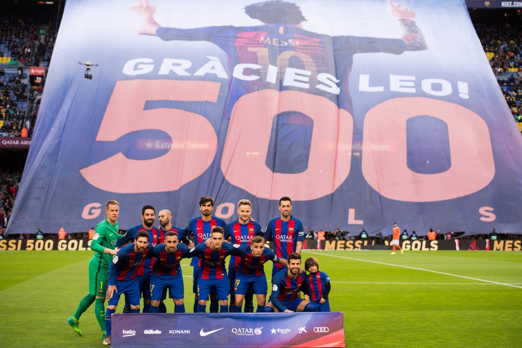 BARCELONA, SPAIN - APRIL 26: Players of FC Barcelona pose as the Camp Nou stadium pays tribute to Lionel Messi for scoring his 500th goal with the team before the La Liga match between FC Barcelona and CA Osasuna at Camp Nou stadium on April 26, 2017 in Barcelona, Spain. (Photo by Alex Caparros/Getty Images)