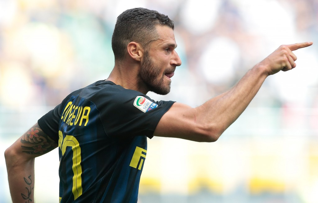 MILAN, ITALY - APRIL 15: Antonio Candreva of FC Internazionale Milano celebrates after scoring the opening goal during the Serie A match between FC Internazionale and AC Milan at Stadio Giuseppe Meazza on April 15, 2017 in Milan, Italy. (Photo by Emilio Andreoli/Getty Images )