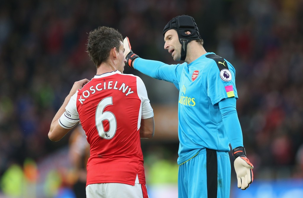 HULL, ENGLAND - SEPTEMBER 17: Laurent Koscielny of Arsenal (L) and Petr Cech of Arsenal (R) speak during the Premier League match between Hull City and Arsenal at KCOM Stadium on September 17, 2016 in Hull, England. (Photo by Alex Morton/Getty Images)