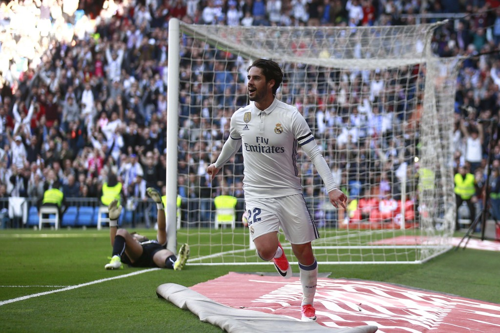 Could we see Isco put on the Blues of Chelsea next season? (Photo courtesy - Gonzalo Arroyo Moreno/Getty Images)