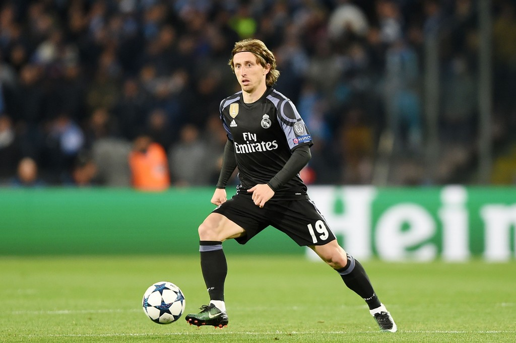 NAPLES, ITALY - MARCH 07: Luka Modric of Real Madrid CF in action during the UEFA Champions League Round of 16 second leg match between SSC Napoli and Real Madrid CF at Stadio San Paolo on March 7, 2017 in Naples, Italy. (Photo by Francesco Pecoraro/Getty Images)