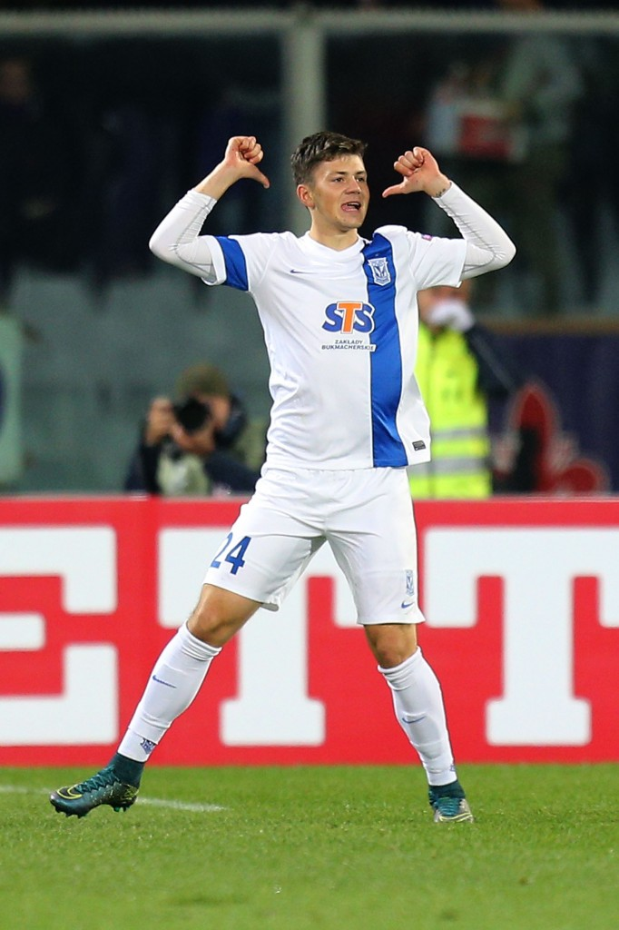FLORENCE, ITALY - OCTOBER 22: Dawid Kownacki of KKS Lech Poznan celebrates after scoring a goal during the UEFA Europa League group I match between ACF Fiorentina and KKS Lech Poznan on October 22, 2015 in Florence, Italy. (Photo by Gabriele Maltinti/Getty Images)