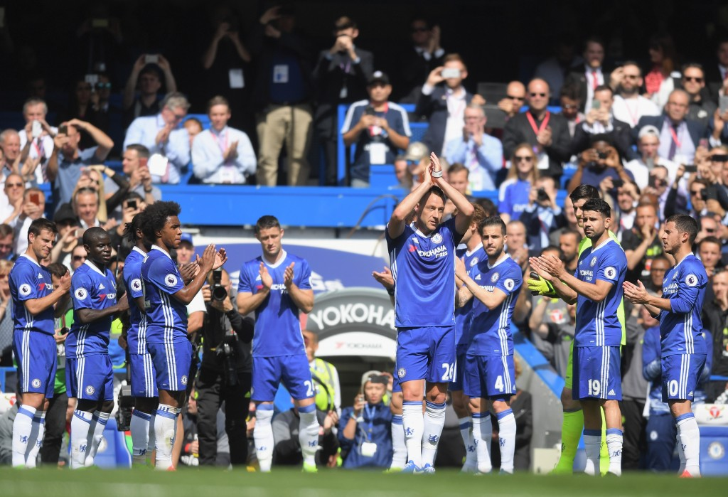 LONDON, ENGLAND - MAY 21: John Terry of Chelsea is given a guard of honour by his team mates as he leaves the pitch during the Premier League match between Chelsea and Sunderland at Stamford Bridge on May 21, 2017 in London, England. (Photo by Michael Regan/Getty Images)