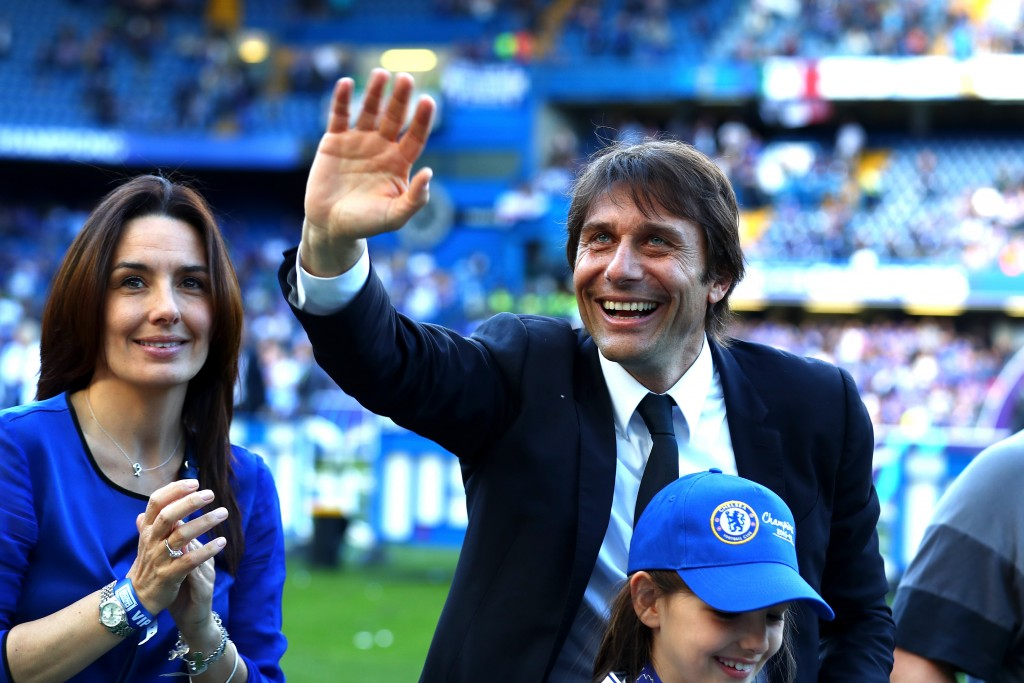 LONDON, ENGLAND - MAY 21: Antonio Conte, Manager of Chelsea celebrates following the Premier League match between Chelsea and Sunderland at Stamford Bridge on May 21, 2017 in London, England. (Photo by Clive Rose/Getty Images)