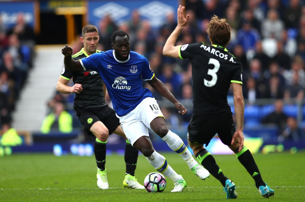 LIVERPOOL, ENGLAND - APRIL 30: Romelu Lukaku of Everton attempts to get past Marcos Alonso of Chelsea during the Premier League match between Everton and Chelsea at Goodison Park on April 30, 2017 in Liverpool, England. (Photo by Clive Brunskill/Getty Images)