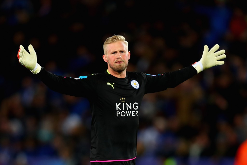LEICESTER, ENGLAND - APRIL 18: Kasper Schmeichel of Leicester City celebrates after Jamie Vardy of Leicester City (not pictured) scored Leicester City's first goal during the UEFA Champions League Quarter Final second leg match between Leicester City and Club Atletico de Madrid at The King Power Stadium on April 18, 2017 in Leicester, United Kingdom. (Photo by Clive Rose/Getty Images)