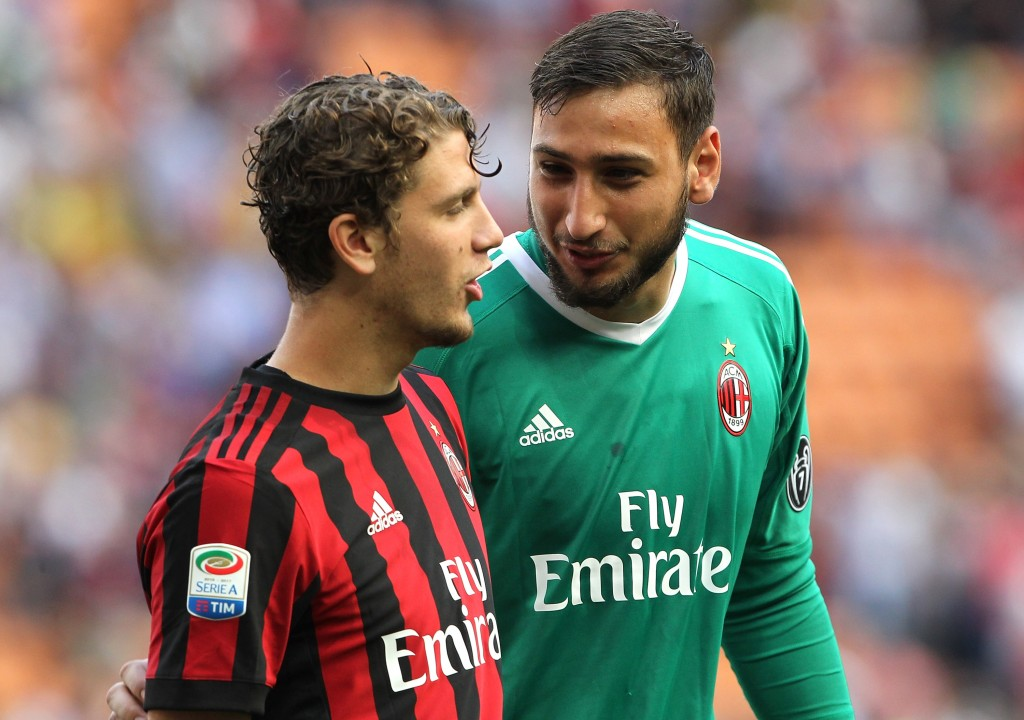 MILAN, ITALY - MAY 21: Gianluigi Donnarumma (R) and Manuel Locatelli of AC Milan at the end of the Serie A match between AC Milan and Bologna FC at Stadio Giuseppe Meazza on May 21, 2017 in Milan, Italy. (Photo by Marco Luzzani/Getty Images)