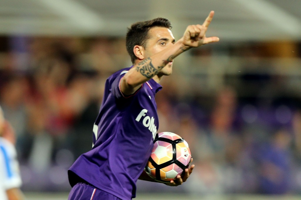 FLORENCE, ITALY - MAY 28: Matias Vecino of ACF Fiorentina celebrates after scoring a goal during the Serie A match between ACF Fiorentina and Pescara Calcio at Stadio Artemio Franchi on May 28, 2017 in Florence, Italy. (Photo by Gabriele Maltinti/Getty Images)