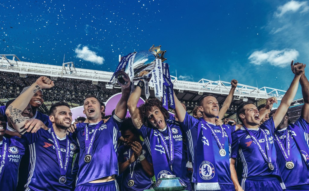 LONDON, ENGLAND - MAY 21: (EDITORS NOTE - Digital filters have been used on this image) Cesc Fabregas, Gary Cahill, David Luiz, John Terry and Cesar Azpilicueta of Chelsea celebrate with the Premier League Trophy after the Premier League match between Chelsea and Sunderland at Stamford Bridge on May 21, 2017 in London, England. (Photo by Michael Regan/Getty Images)