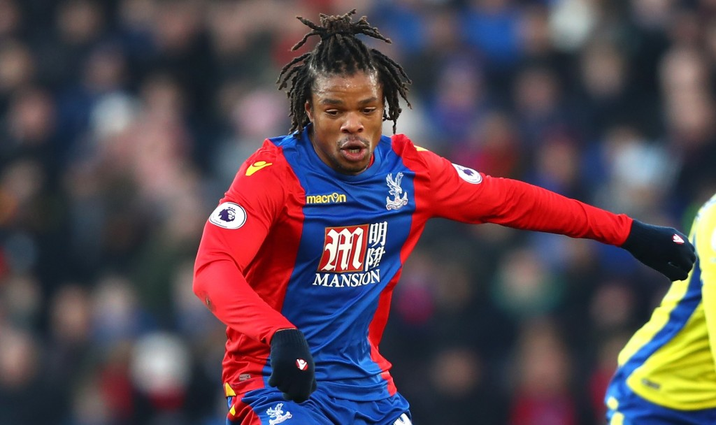 LONDON, ENGLAND - JANUARY 21: Loic Remy of Crystal Palace (L) on the ball during the Premier League match between Crystal Palace and Everton at Selhurst Park on January 21, 2017 in London, England. (Photo by Clive Rose/Getty Images)