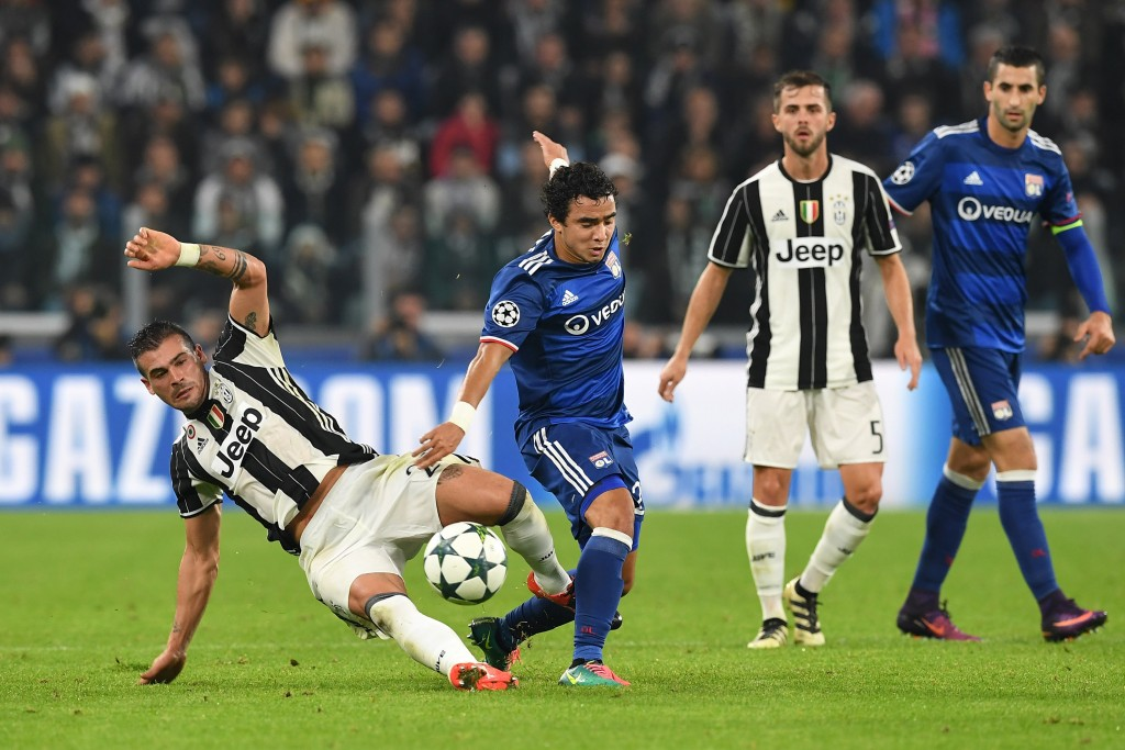 TURIN, ITALY - NOVEMBER 02: Stefano Sturaro (L) of Juventus tackles Rafael of Olympique Lyonnais during the UEFA Champions League Group H match between Juventus and Olympique Lyonnais at Juventus Stadium on November 2, 2016 in Turin, Italy. (Photo by Valerio Pennicino/Getty Images)