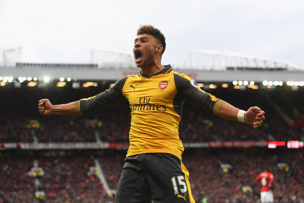 MANCHESTER, ENGLAND - NOVEMBER 19: Alex Oxlade-Chamberlain of Arsenal celebrates his sides first goal during the Premier League match between Manchester United and Arsenal at Old Trafford on November 19, 2016 in Manchester, England. (Photo by Michael Regan/Getty Images)