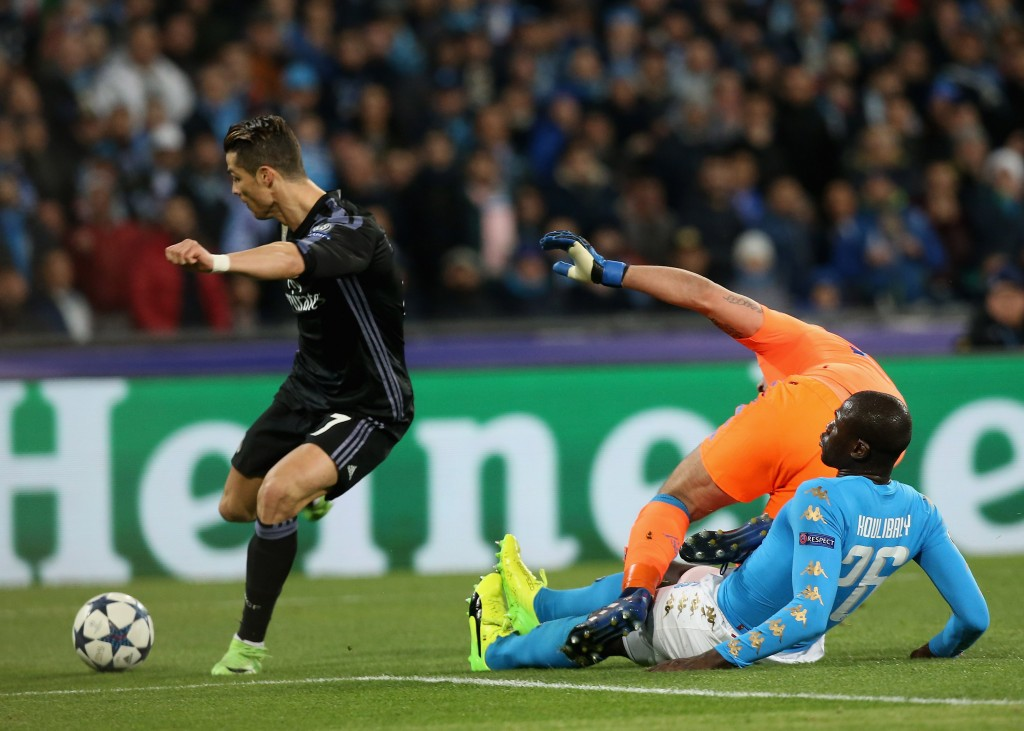 NAPLES, ITALY - MARCH 07: Cristiano Ronaldo of Real Madrid misses the goal during the UEFA Champions League Round of 16 second leg match between SSC Napoli and Real Madrid CF at Stadio San Paolo on March 7, 2017 in Naples, Italy. (Photo by Maurizio Lagana/Getty Images)