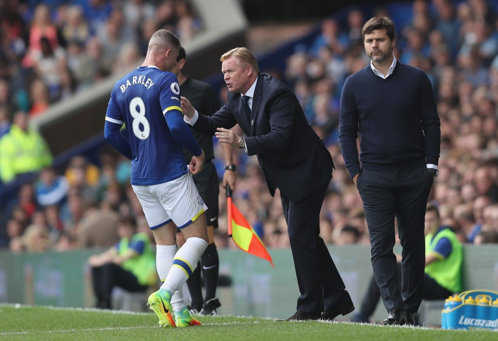 LIVERPOOL, ENGLAND - AUGUST 13: Ronald Koeman, Manager of Everton gives Ross Barkley of Everton instructions during the Premier League match between Everton and Tottenham Hotspur at Goodison Park on August 13, 2016 in Liverpool, England. (Photo by Chris Brunskill/Getty Images)