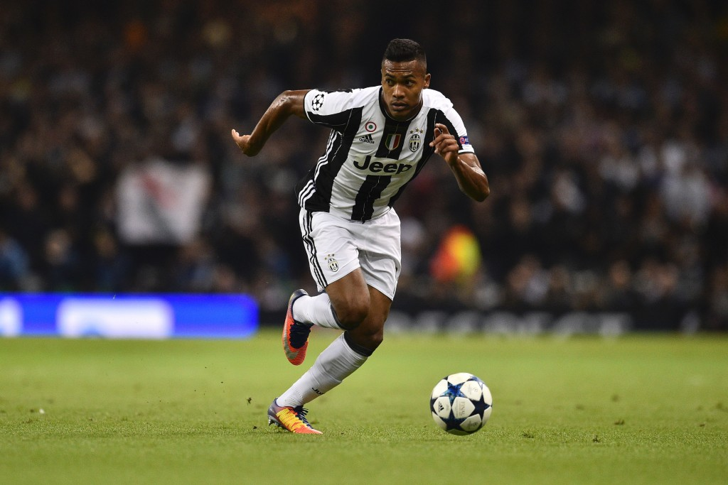 Juventus' Brazilian defender Alex Sandro runs with the ball during the UEFA Champions League final football match between Juventus and Real Madrid at The Principality Stadium in Cardiff, south Wales, on June 3, 2017. / AFP PHOTO / Glyn KIRK (Photo credit should read GLYN KIRK/AFP/Getty Images)