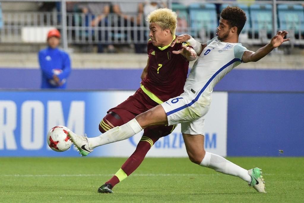 Venezuela's forward Adalberto Penaranda Maestre (L) and England's defender Jake Clarke-Salter compete for the ball during the U-20 World Cup final football match between England and Venezuela in Suwon on June 11, 2017. / AFP PHOTO / KIM DOO-HO (Photo credit should read KIM DOO-HO/AFP/Getty Images)