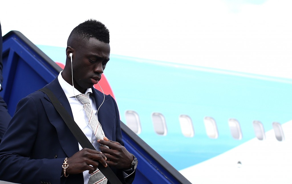 STOCKHOLM, SWEDEN - MAY 23: In this handout image provided by UEFA, Davinson Sanchez of Ajax arrives with team mates ahead of the UEFA Europa League Final between Ajax and Manchester United at Stockholm Arlanda Airport on May 23, 2017 in Stockholm, Sweden. (Photo by Handout/UEFA via Getty Images)