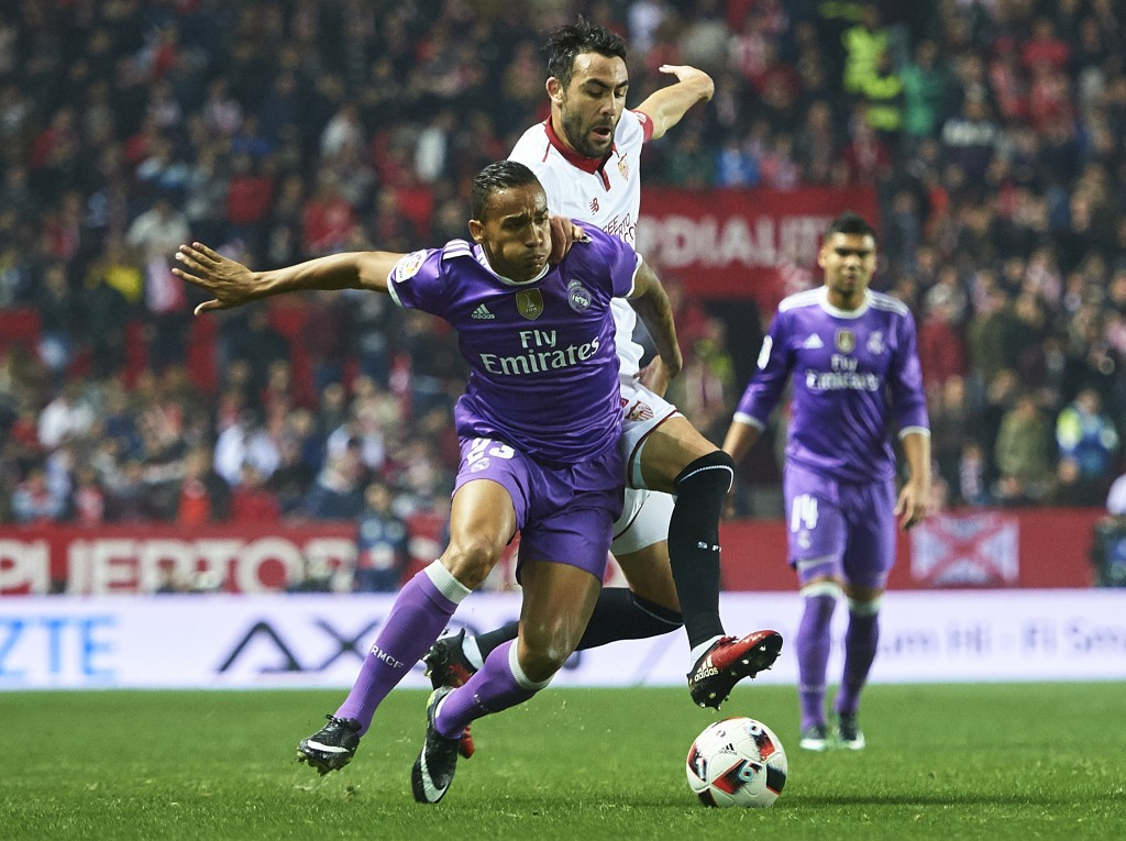 SEVILLE, SPAIN - JANUARY 12: Danilo of Real Madrid CF (L) competes for the ball with Vicente Iborra of Sevilla FC (L) during the Copa del Rey Round of 16 Second Leg match between Sevilla FC vs Real Madrid CF at Ramon Sanchez Pizjuan stadium on January 12, 2017 in Seville, Spain. (Photo by Aitor Alcalde/Getty Images)