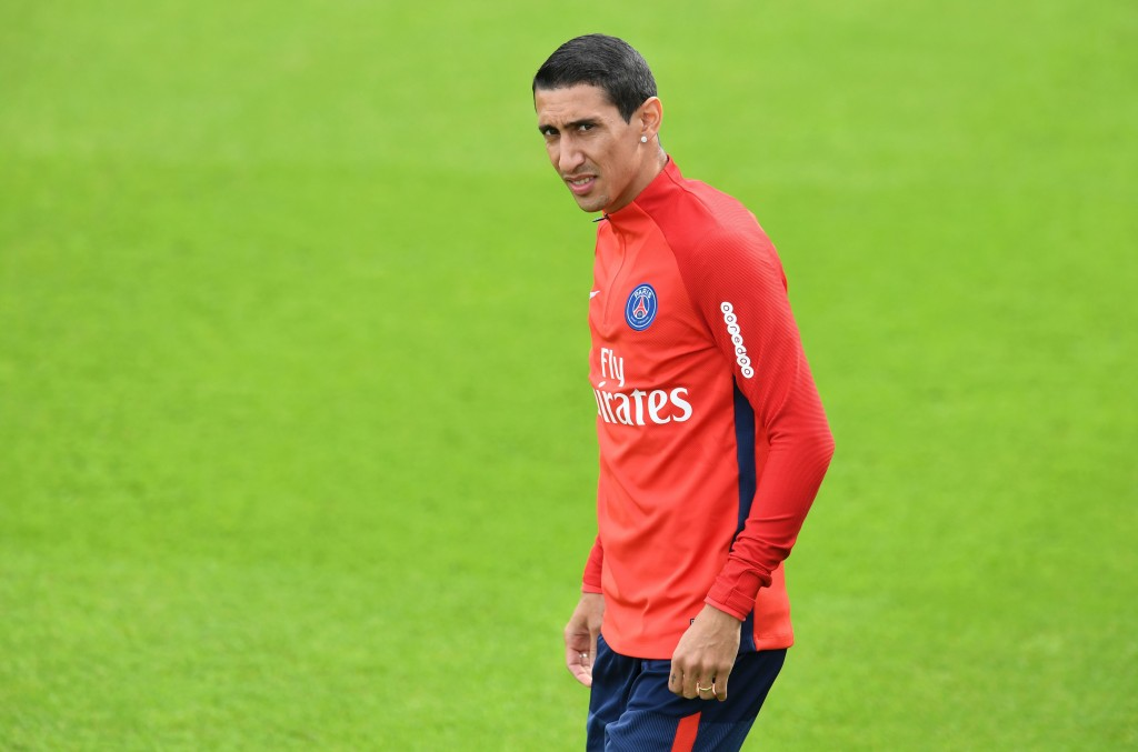 Paris Saint-Germain's Argentinian forward Angel Di Maria attends a training session at the Camp des Loges in Saint-Germain-en-Laye, near Paris, on August 11, 2017. / AFP PHOTO / ALAIN JOCARD (Photo credit should read ALAIN JOCARD/AFP/Getty Images)