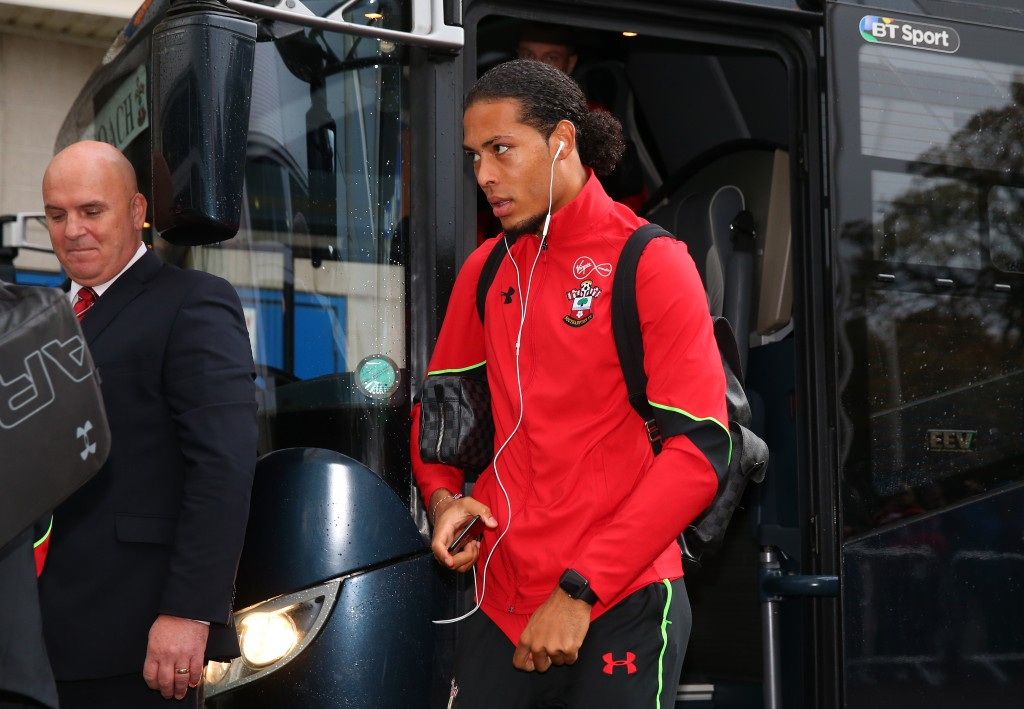 HULL, ENGLAND - NOVEMBER 06: Virgil van Dijk of Southampton arrives prior to the Premier League match between Hull City and Southampton at KC Stadium on November 6, 2016 in Hull, England. (Photo by Alex Livesey/Getty Images)