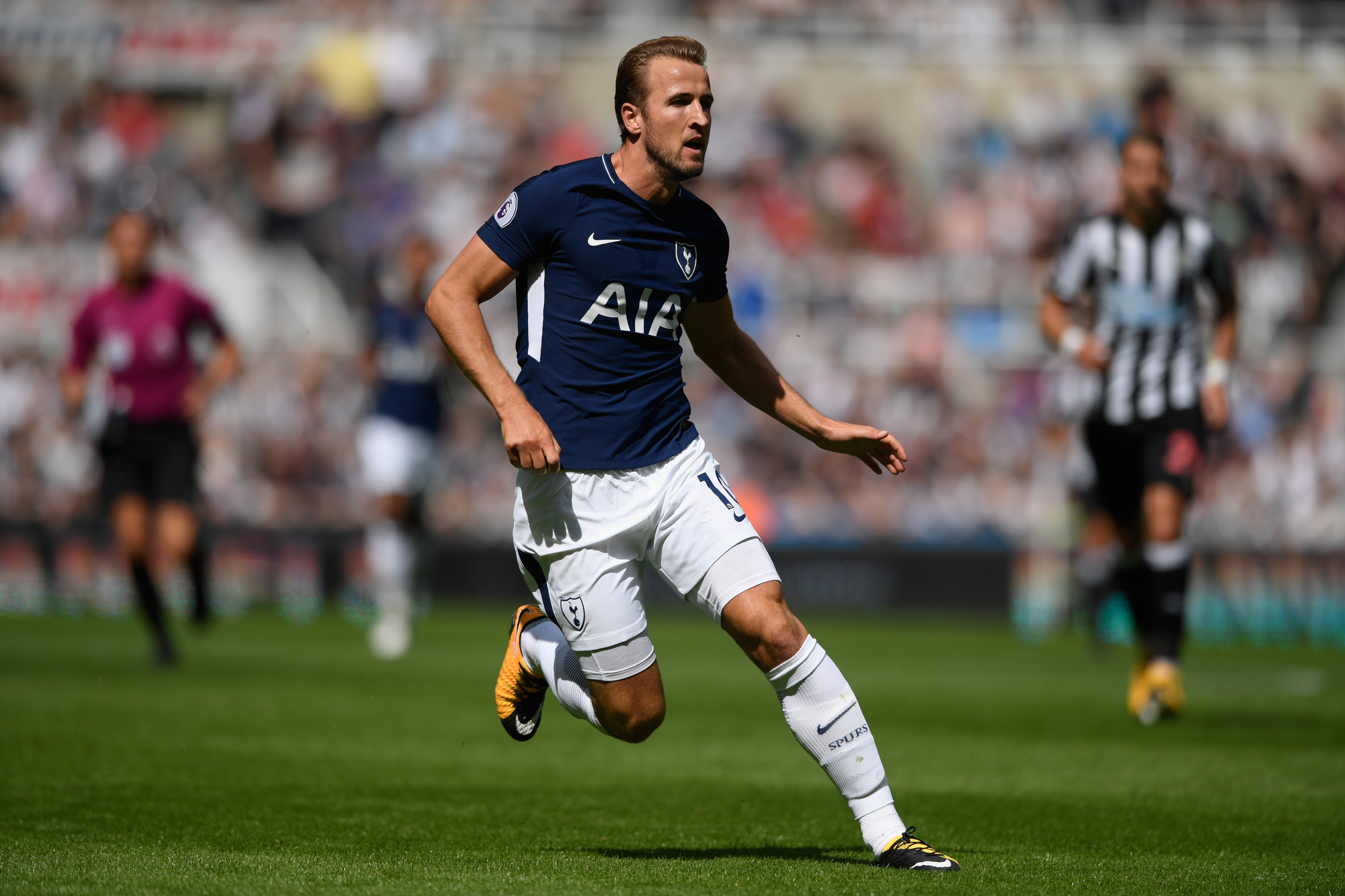 NEWCASTLE UPON TYNE, ENGLAND - AUGUST 13: Tottenham player Harry Kane in action during the Premier League match between Newcastle United and Tottenham Hotspur at St. James Park on August 13, 2017 in Newcastle upon Tyne, England. (Photo by Stu Forster/Getty Images)