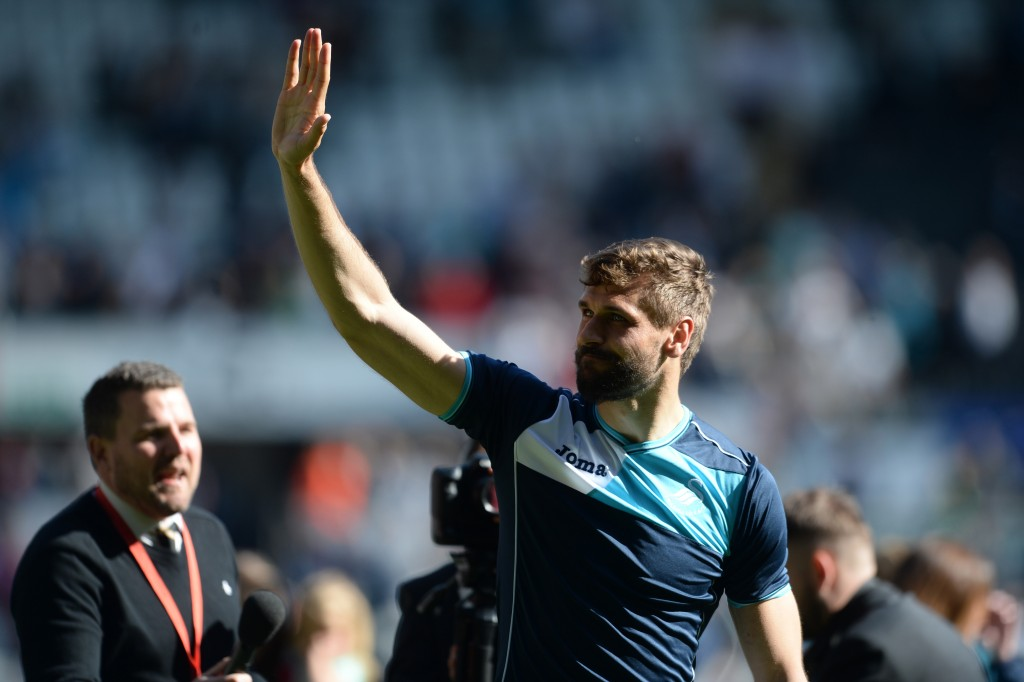 SWANSEA, UNITED KINGDOM - MAY 21: Fernando Llorente of Swansea celebrates at the final whistle during the Premier League match between Swansea City and West Bromwich Albion at the Liberty Stadium on May 21, 2017 in Swansea, Wales. (Photo by Harry Trump/Getty Images)