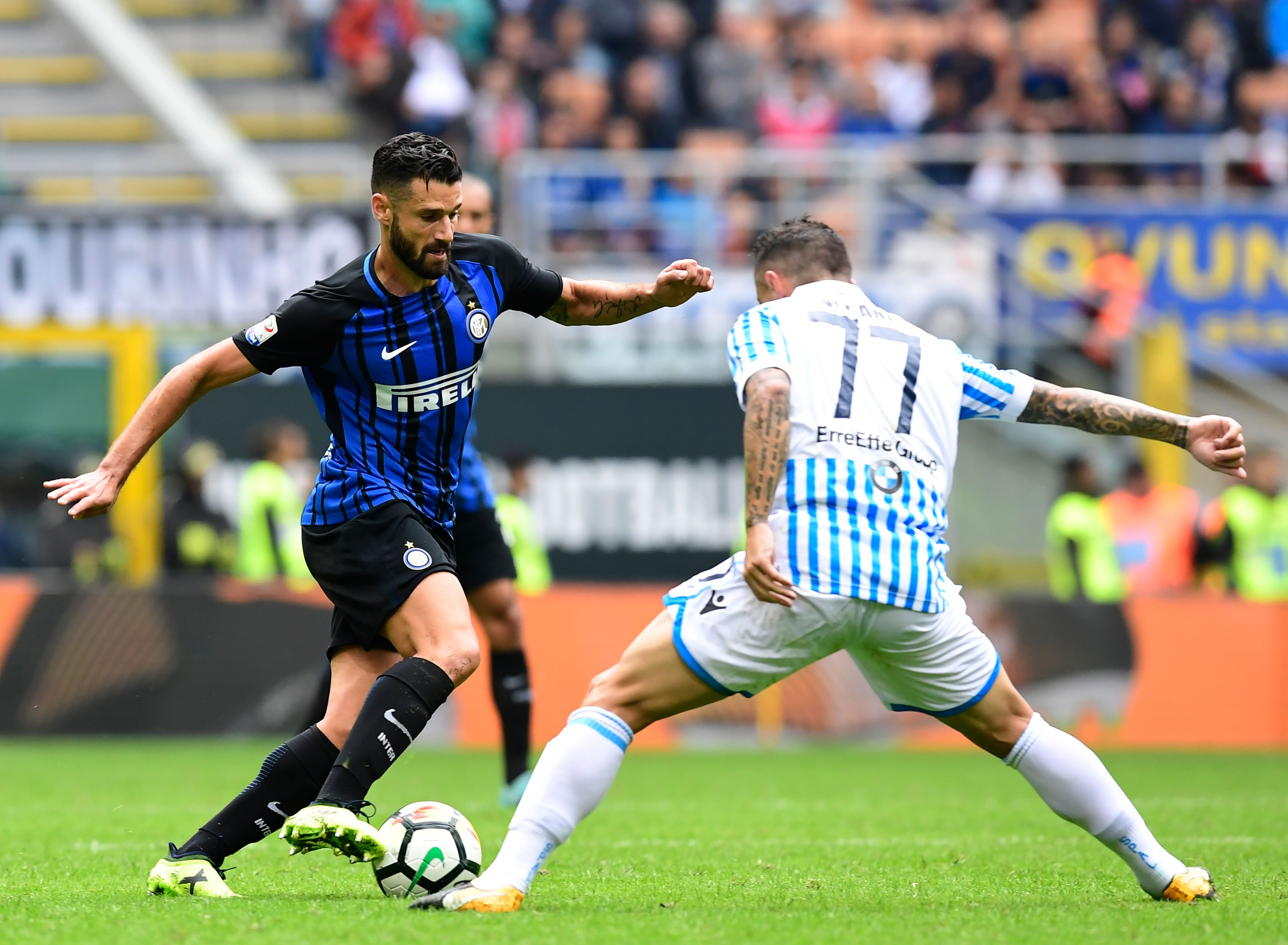Inter Milan's Italian midfielder Antonio Candreva (L) fights for the ball with Spal's Italian midfielder Federico Viviani during the Italian Serie A football match between Inter Milan and Spal at San Siro Stadium in Milan on September 10, 2017. / AFP PHOTO / MIGUEL MEDINA / The erroneous mention appearing in the metadata of this photo by MIGUEL MEDINA has been modified in AFP systems in the following manner: [Inter Milan's Italian midfielder Antonio Candreva] instead of [Inter Milan's Italian midfielder Roberto Gagliardini]. Please immediately remove the erroneous mention from all your online services and delete it (them) from your servers. If you have been authorized by AFP to distribute it to third parties, please ensure that the same actions are carried out by them. Failure to promptly comply with these instructions will entail liability on your part for any continued or post notification usage. Therefore we thank you very much for all your attention and prompt action. We are sorry for the inconvenience this notification may cause and remain at your disposal for any further information you may require. (Photo credit should read MIGUEL MEDINA/AFP/Getty Images)