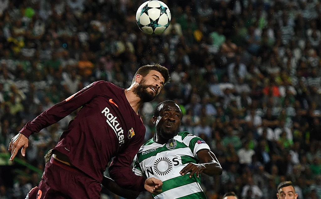 Barcelona's defender Gerard Pique (L) vies with Sporting's Ivorian forward Seydou Doumbia during the UEFA Champions League Group D football match Sporting CP vs FC Barcelona at the Jose Alvalade stadium in Lisbon on September 27, 2017. / AFP PHOTO / FRANCISCO LEONG (Photo credit should read FRANCISCO LEONG/AFP/Getty Images)