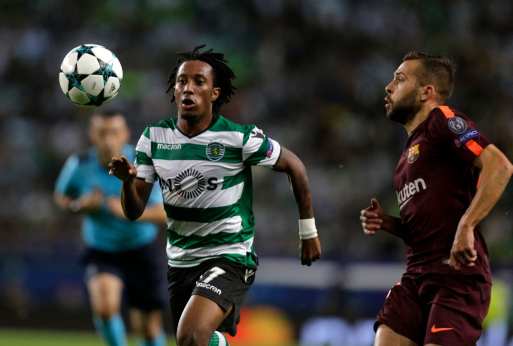 Sporting's midfielder Gelson Martins (L) vies with Barcelona's defender Jordi Alba during the UEFA Champions League Group D football match Sporting CP vs FC Barcelona at the Jose Alvalade stadium in Lisbon on September 27, 2017. / AFP PHOTO / JOSE MANUEL RIBEIRO (Photo credit should read JOSE MANUEL RIBEIRO/AFP/Getty Images)