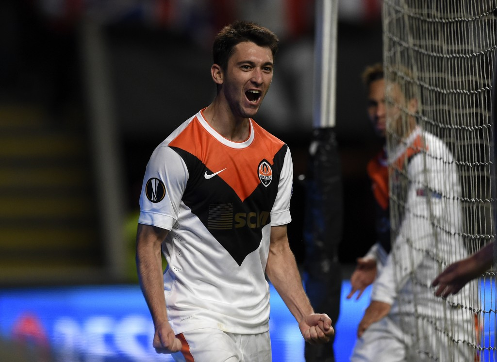 Shakhtar Donetsk's Argentinian forward Facundo Ferreyra celebrates after scoring a goal during the UEFA Europa League quarter finals first leg football match SC Braga vs FC Shakhtar Donetsk at the Braga Municipal stadium in Braga on April 7, 2016. / AFP / FRANCISCO LEONG (Photo credit should read FRANCISCO LEONG/AFP/Getty Images)