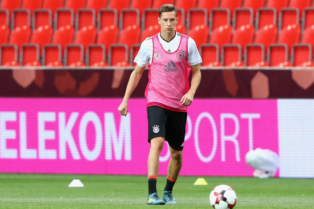 PRAGUE, CZECH REPUBLIC - AUGUST 31: Julian Draxler attends a Germany training session at Eden Arena ahead of their FIFA World Cup Russia 2018 Group C Qualifier against Czech Republic on August 31, 2017 in Prague, Czech Republic. (Photo by Alexander Hassenstein/Bongarts/Getty Images)