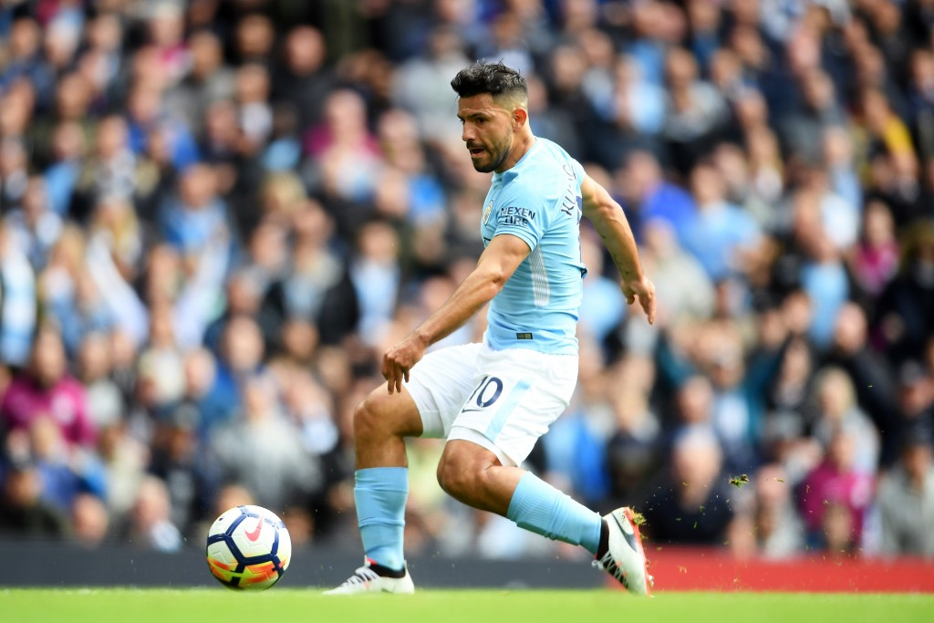 MANCHESTER, ENGLAND - SEPTEMBER 09: Sergio Aguero of Manchester City scores his sides first goal during the Premier League match between Manchester City and Liverpool at Etihad Stadium on September 9, 2017 in Manchester, England. (Photo by Laurence Griffiths/Getty Images)