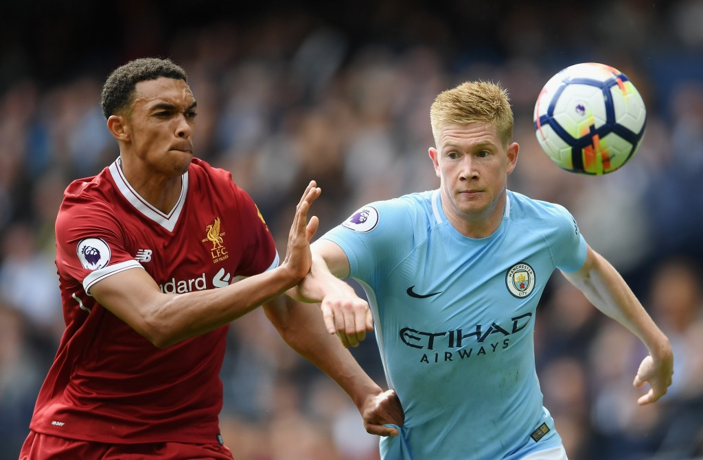 MANCHESTER, ENGLAND - SEPTEMBER 09: Kevin De Bruyne of Manchester City and Trent Alex Arnold of Liverpool battle for possession during the Premier League match between Manchester City and Liverpool at Etihad Stadium on September 9, 2017 in Manchester, England. (Photo by Laurence Griffiths/Getty Images)