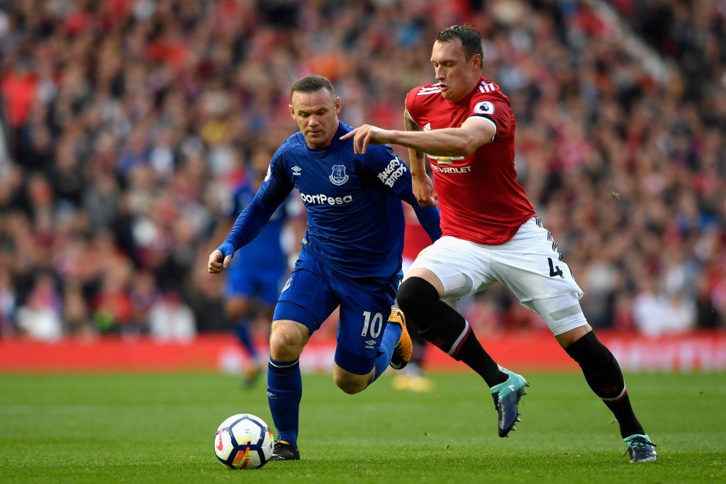 MANCHESTER, ENGLAND - SEPTEMBER 17: Wayne Rooney of Everton and Phil Jones of Manchester United battle for possession during the Premier League match between Manchester United and Everton at Old Trafford on September 17, 2017 in Manchester, England. (Photo by Stu Forster/Getty Images)