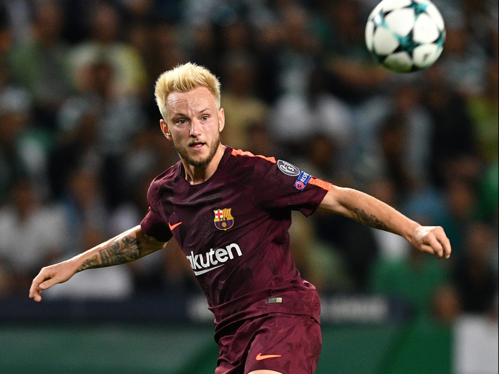 LISBON, PORTUGAL - SEPTEMBER 27: Ivan Rakitic of FC Barcelona in action during the UEFA Champions League group D match between Sporting CP and FC Barcelona at Estadio Jose Alvalade on September 27, 2017 in Lisbon, Portugal. (Photo by Octavio Passos/Getty Images)
