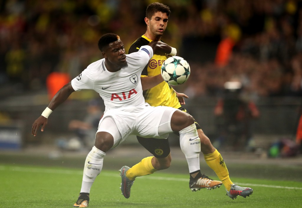 LONDON, ENGLAND - SEPTEMBER 13: Christian Pulisic of Borussia Dortmund and Davinson Sanchez of Tottenham Hotspur battle for possession during the UEFA Champions League group H match between Tottenham Hotspur and Borussia Dortmund at Wembley Stadium on September 13, 2017 in London, United Kingdom. (Photo by Dan Istitene/Getty Images)