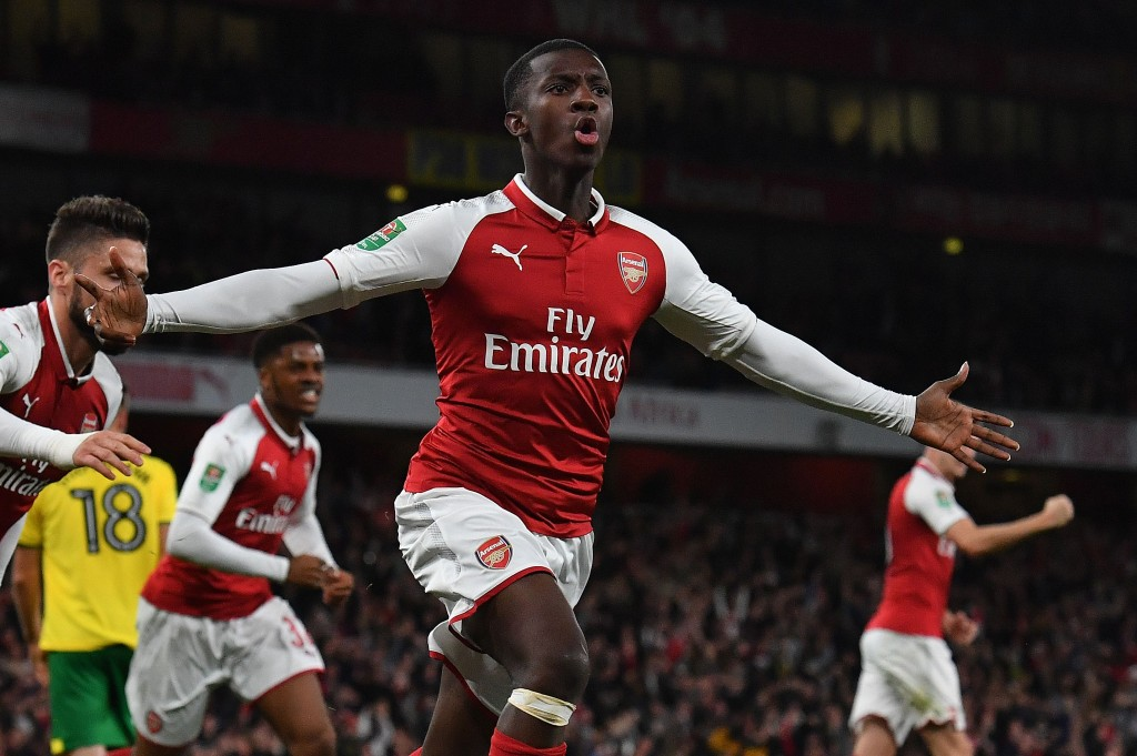 Arsenal's English striker Eddie Nketiah (C) celebrates scoring his team's first goal during the English League Cup fourth round football match between Arsenal and Norwich City at The Emirates Stadium in London on October 24, 2017. / AFP PHOTO / Ben STANSALL / RESTRICTED TO EDITORIAL USE. No use with unauthorized audio, video, data, fixture lists, club/league logos or 'live' services. Online in-match use limited to 75 images, no video emulation. No use in betting, games or single club/league/player publications. / (Photo credit should read BEN STANSALL/AFP/Getty Images)