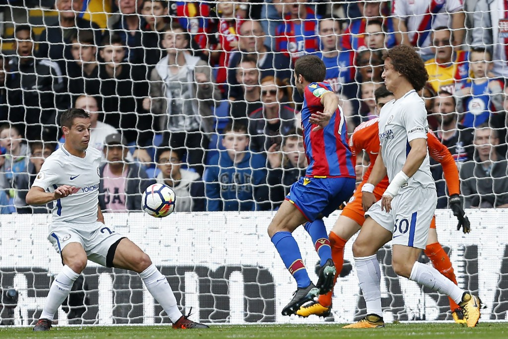Crystal Palace's French midfielder Yohan Cabaye (C) hits a deflected shot off Chelsea's Spanish defender Cesar Azpilicueta (L) to open the scoring, Crystal Palace's first league goal of the season during the English Premier League football match between Crystal Palace and Chelsea at Selhurst Park in south London on October 14, 2017 / AFP PHOTO / Ian KINGTON / RESTRICTED TO EDITORIAL USE. No use with unauthorized audio, video, data, fixture lists, club/league logos or 'live' services. Online in-match use limited to 75 images, no video emulation. No use in betting, games or single club/league/player publications. / (Photo credit should read IAN KINGTON/AFP/Getty Images)