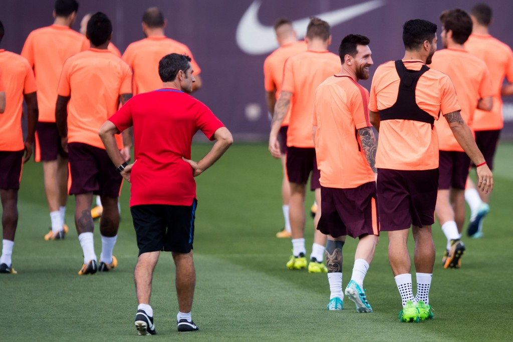 BARCELONA, SPAIN - SEPTEMBER 11: Head coach Ernesto Valverde, Lionel Messi and Luis Suarez of FC Barcelona walk during a training session ahead of the UEFA Champions League Group D match against Juventus on September 11, 2017 in Barcelona, Spain. (Photo by Alex Caparros/Getty Images)