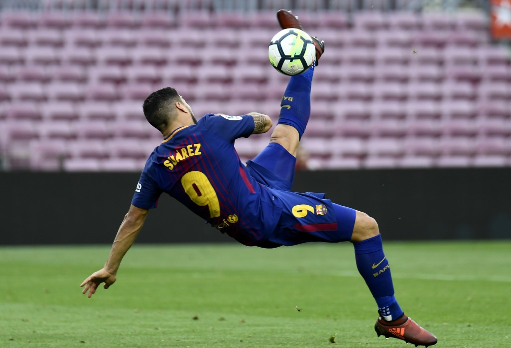 TOPSHOT - Barcelona's Uruguayan forward Luis Suarez kicks the ball during the Spanish league football match FC Barcelona vs UD Las Palmas at the Camp Nou stadium in Barcelona on October 1, 2017. / AFP PHOTO / JOSE JORDAN (Photo credit should read JOSE JORDAN/AFP/Getty Images)