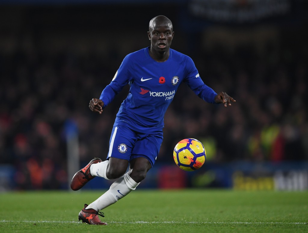 LONDON, ENGLAND - NOVEMBER 05: N'Golo Kante of Chelsea in action during the Premier League match between Chelsea and Manchester United at Stamford Bridge on November 5, 2017 in London, England. (Photo by Shaun Botterill/Getty Images)