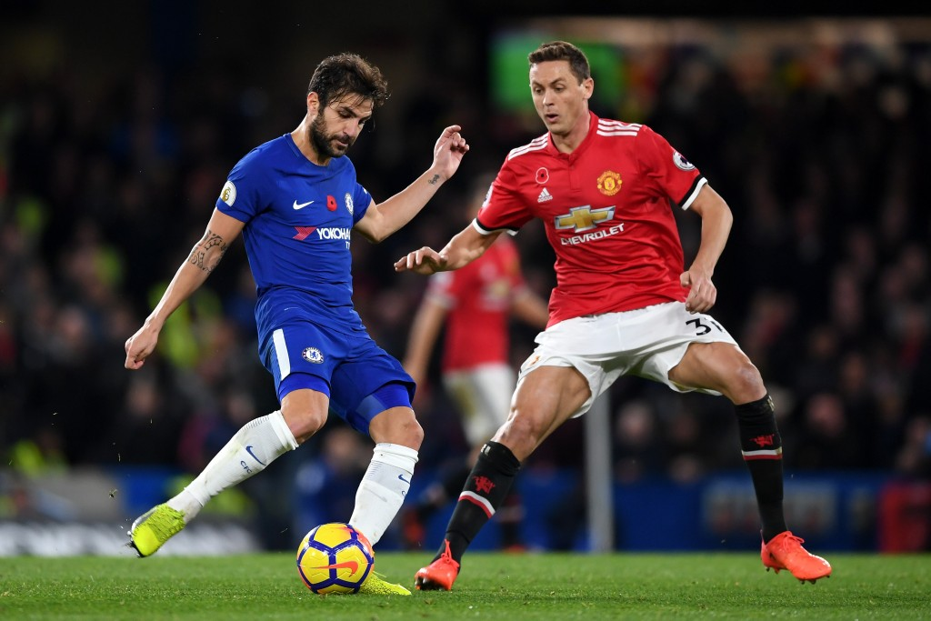 LONDON, ENGLAND - NOVEMBER 05: Cesc Fabregas of Chelsea and Nemanja Matic of Manchester United battle for possession during the Premier League match between Chelsea and Manchester United at Stamford Bridge on November 5, 2017 in London, England. (Photo by Shaun Botterill/Getty Images)